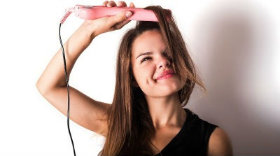 usar plancha de pelo