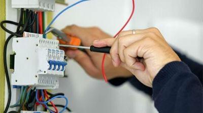 Contratar electricistas en Barcelona