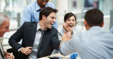 10 regalos baratos para quedar bien con colegas de oficina