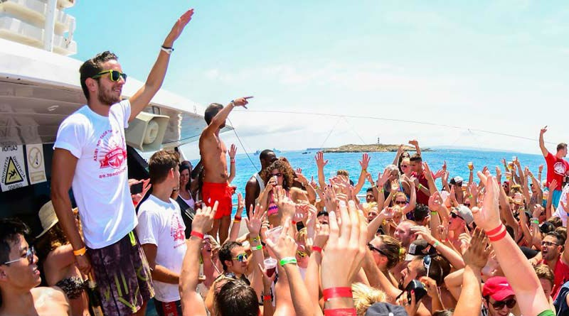 Fiestas en catamaran en Ibiza