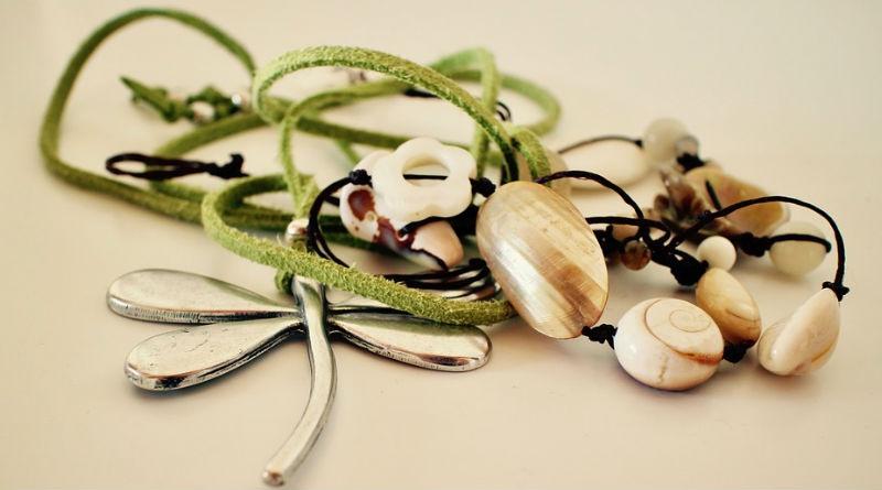 f81700773d18 La moda de comprar tus joyas y bisutería online - El Cosmonauta