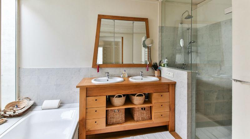 Un baño perfecto solo con cambiar el mobiliario y el plato de ducha ...