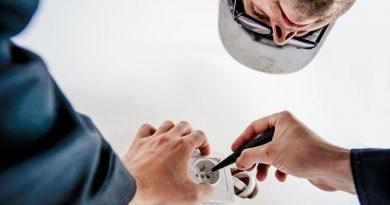 Contratar a un electricista profesional