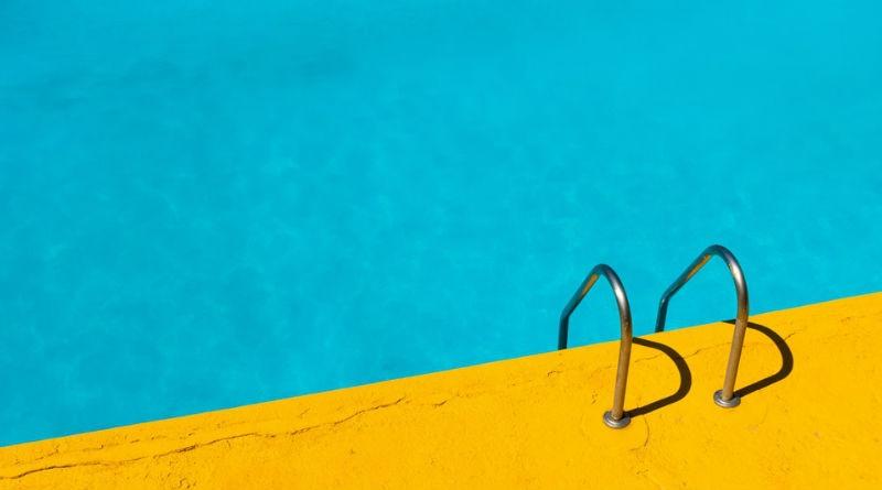 Como reparar una piscina de fibra de vidrio