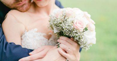 pareja con ramo de novia