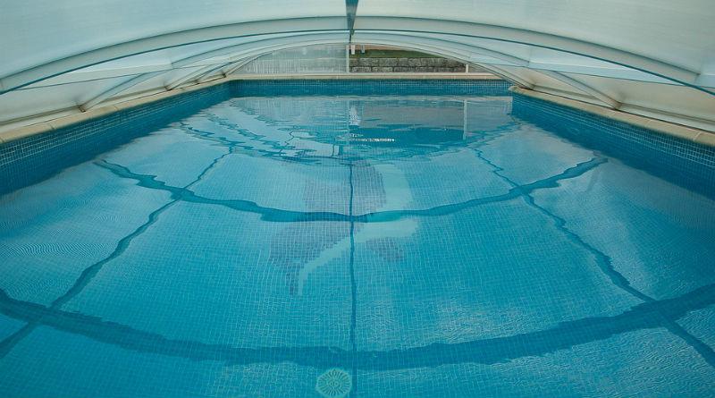 Cubrir una piscina