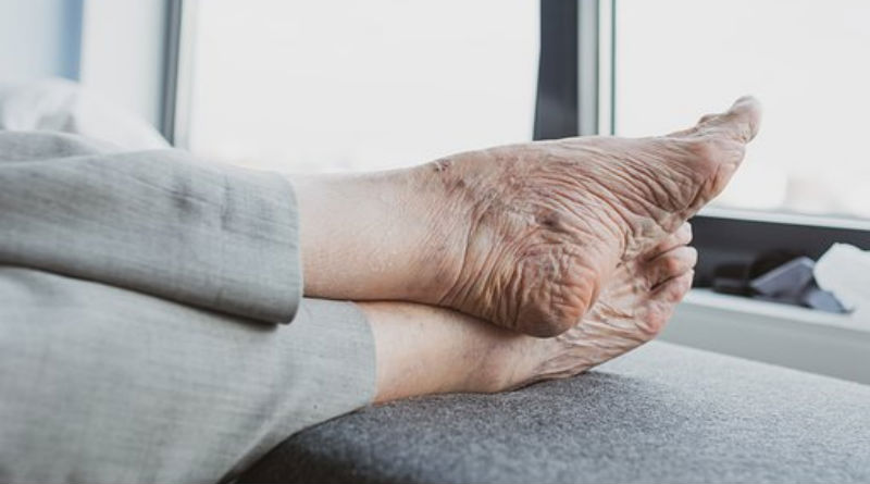 Atender los pies de manera adecuada