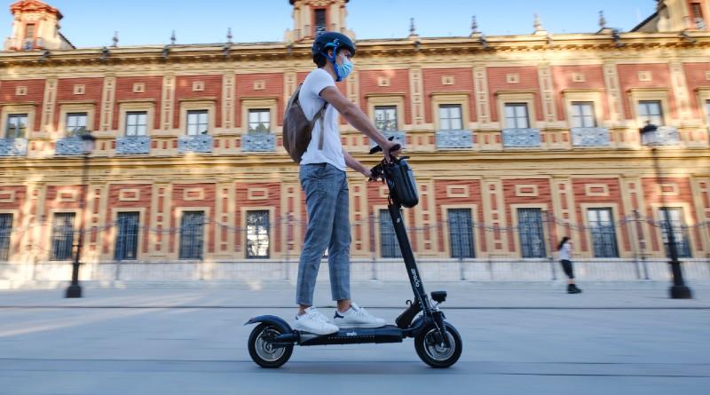 Seguridad en patinetes eléctricos con Zeeclo