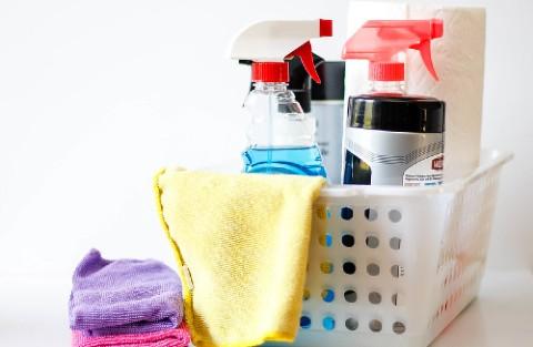 almacenaje productos químicos de limpieza del hogar